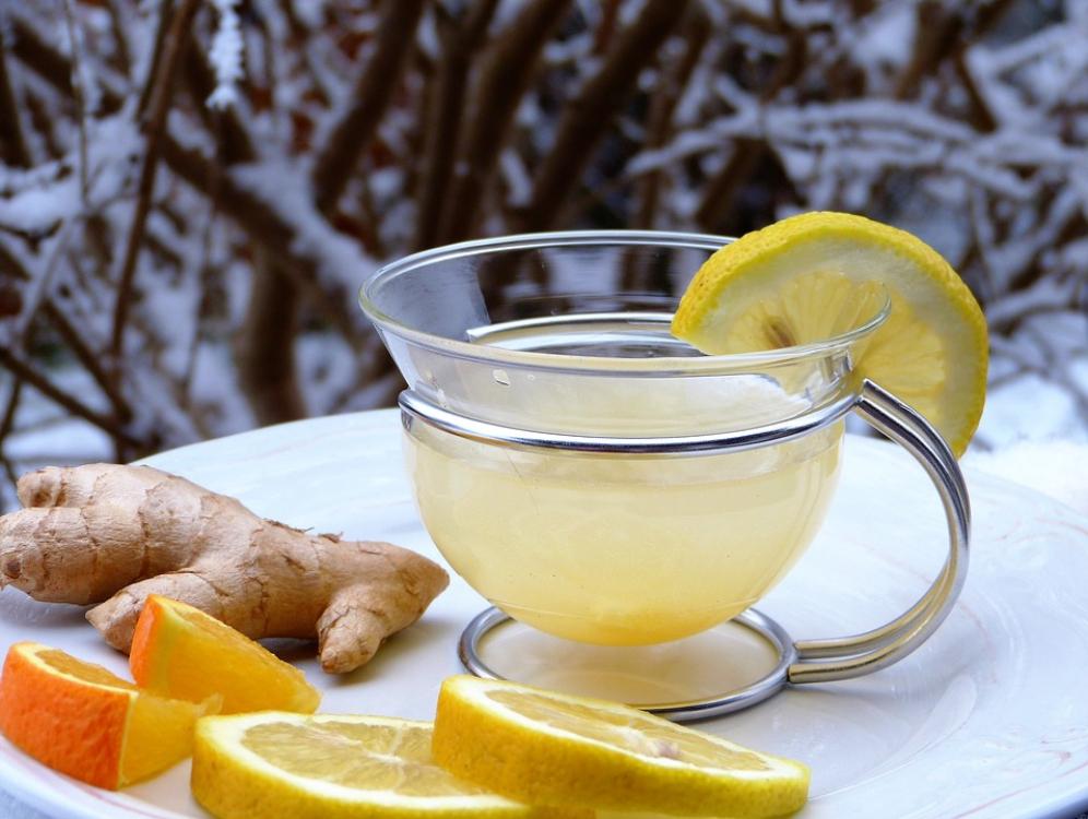 Chá de gengibre, laranja e limão para a tosse