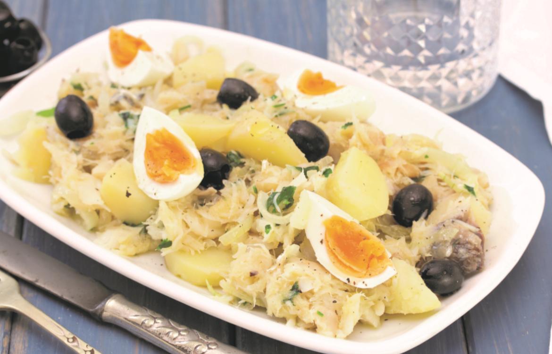Bacalhau estrugido com batata e ovo