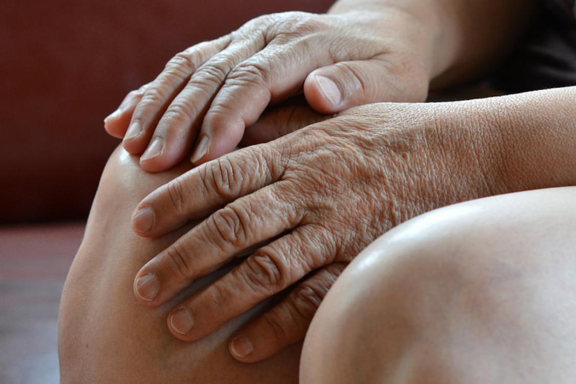 3 remédios caseiros para aliviar as dores nos joelhos