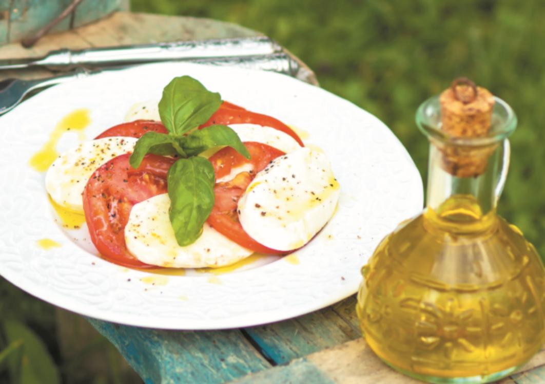 Salada caprese com mozzarella