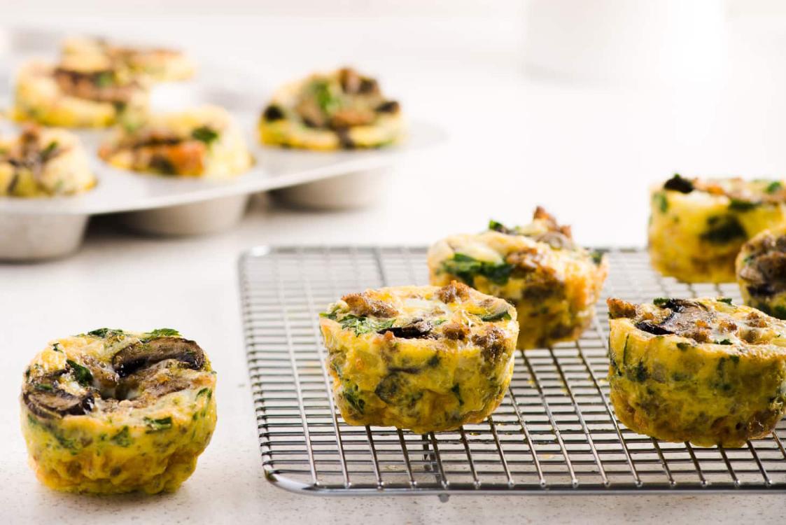 Muffins de ovo paleo para o pequeno-almoço