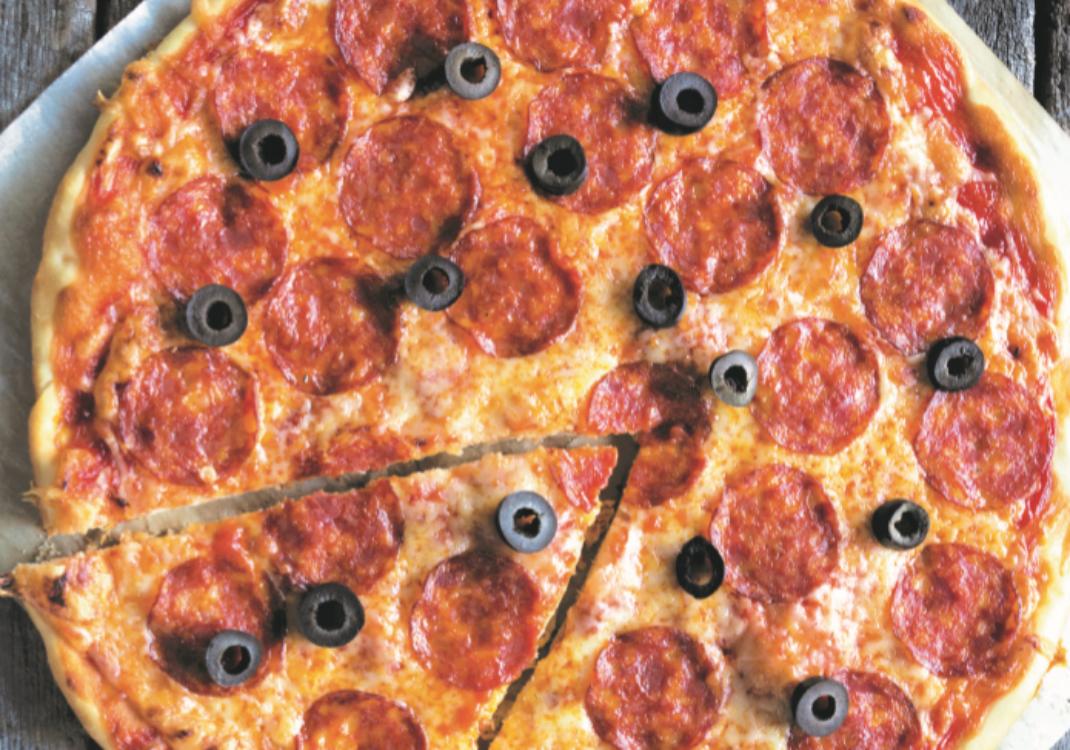 Receita de pizza de pepperoni e azeitonas