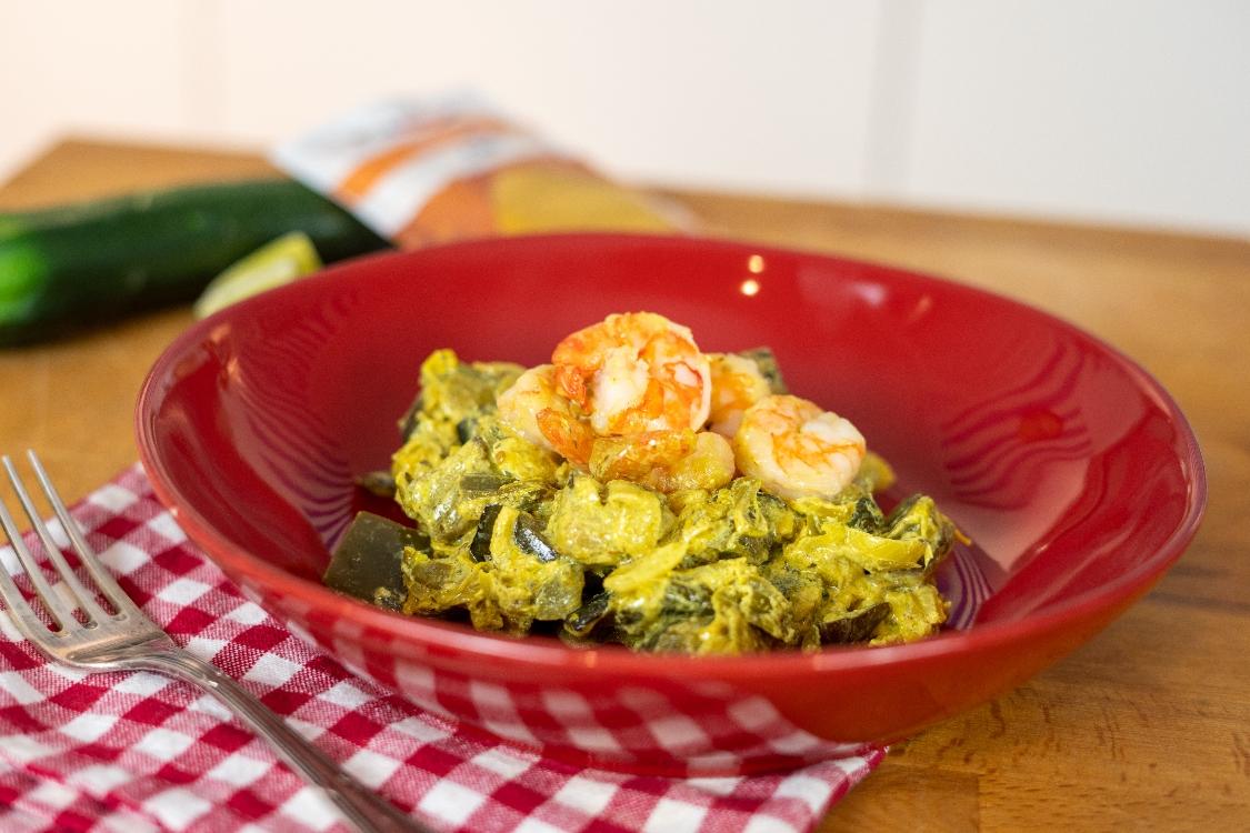 Caril de camarão e legumes