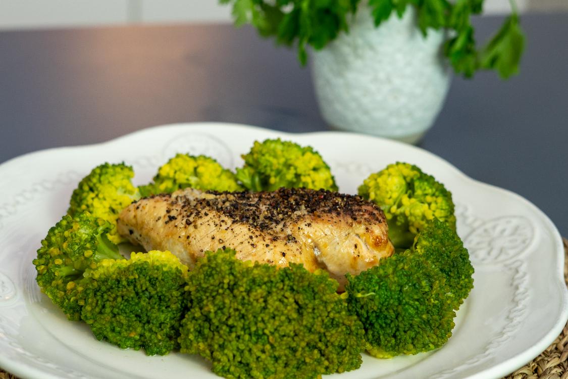 Receita saudável de frango com brócolos