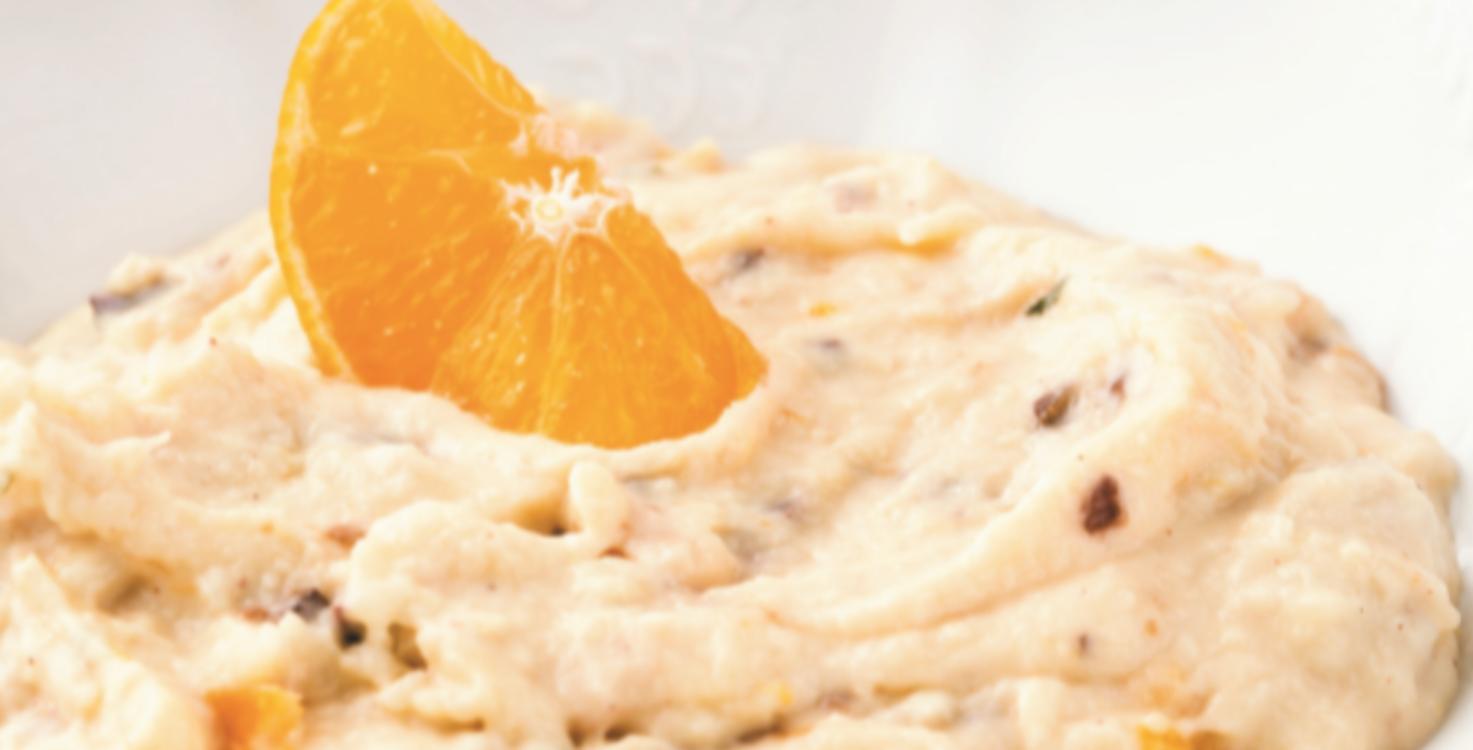 Papas de farinha de aveia com passas e laranja