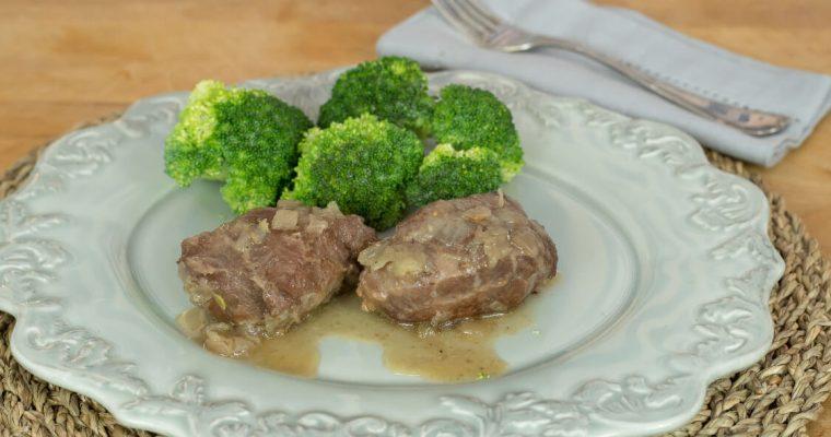 Bochechas de porco com brócolos: derrete-se na boca!