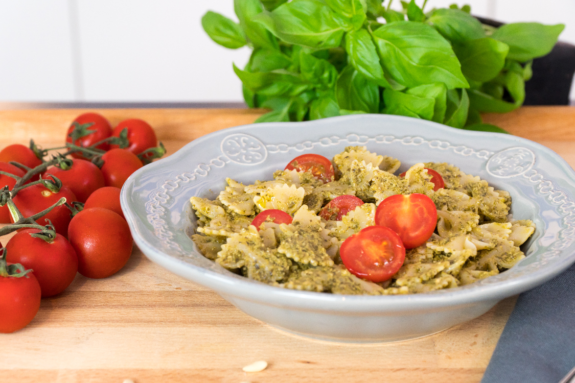 Massa com pesto e tomate cherry