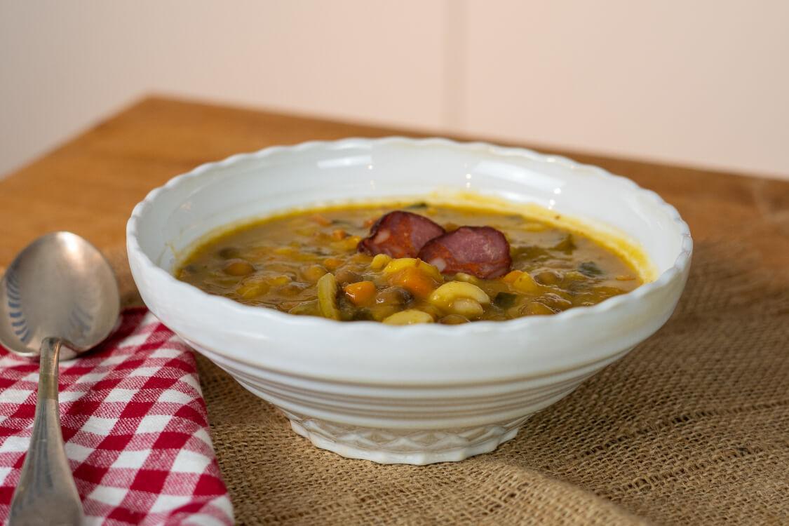 Sopa de feijão com chouriço: uma entrada caseira irresistível!