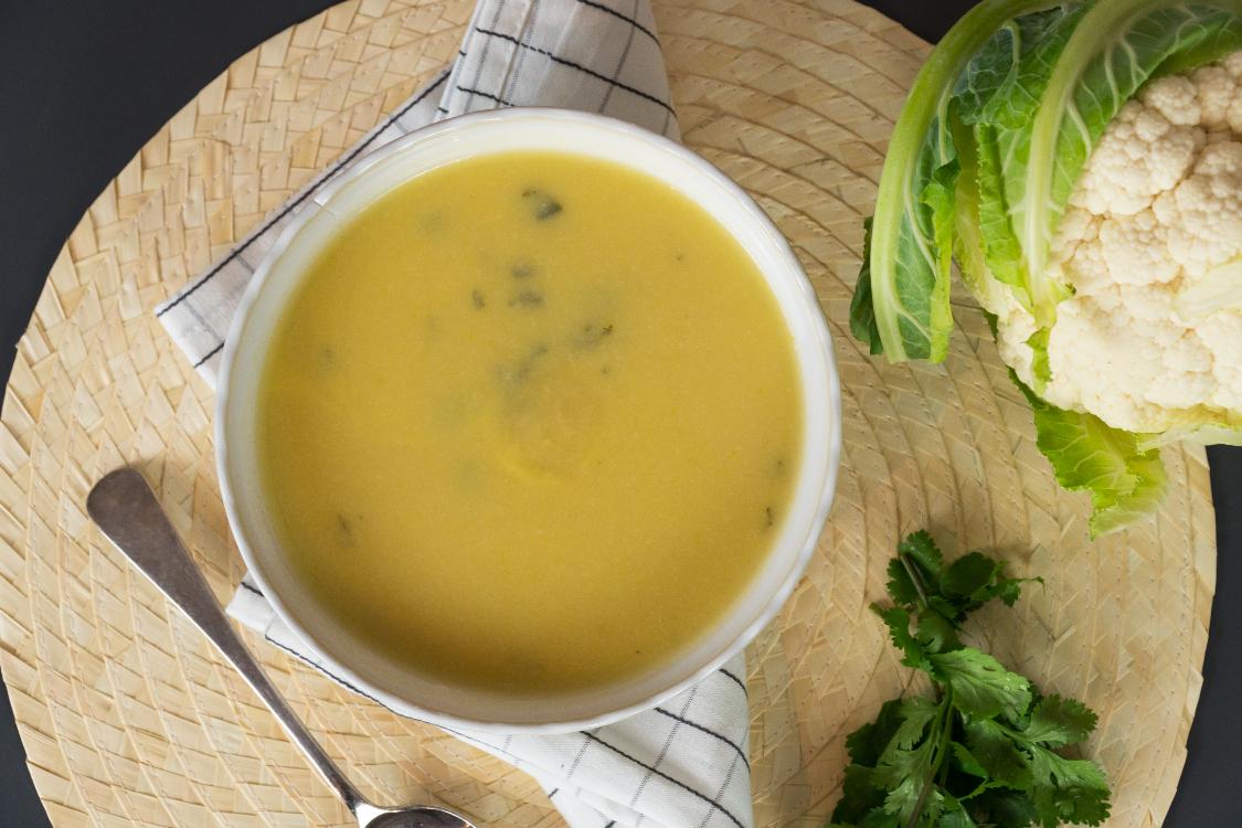 Creme de couve-flor, coentros e gengibre: uma sopa deliciosa!