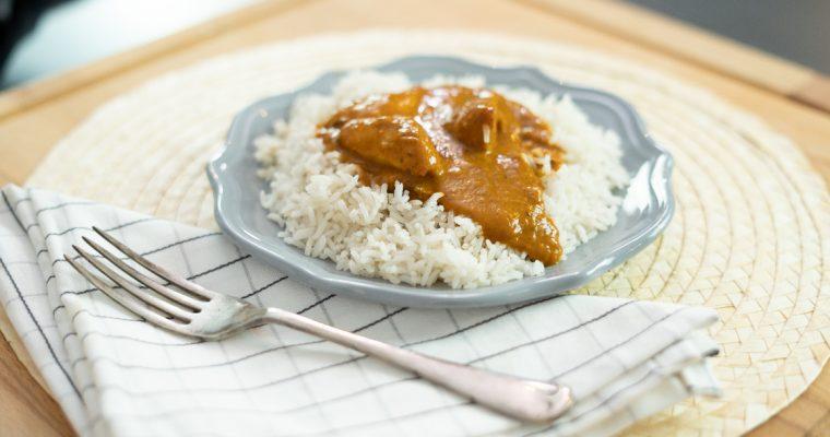 Frango com molho tikka masala: um prato aromático e cremoso!