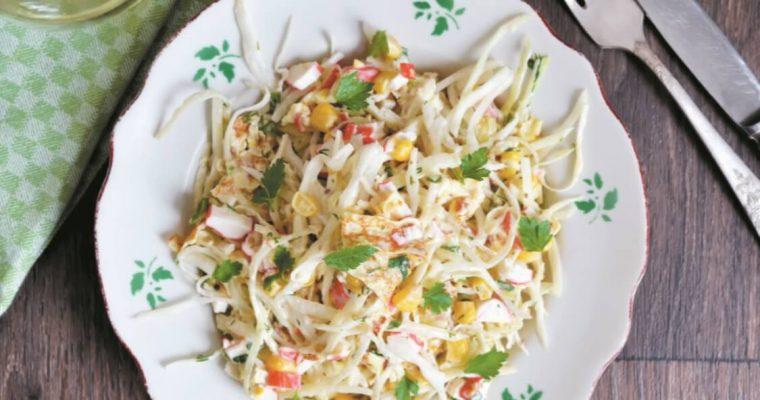 Salada de repolho e delícias do mar: um prato leve… e saboroso!