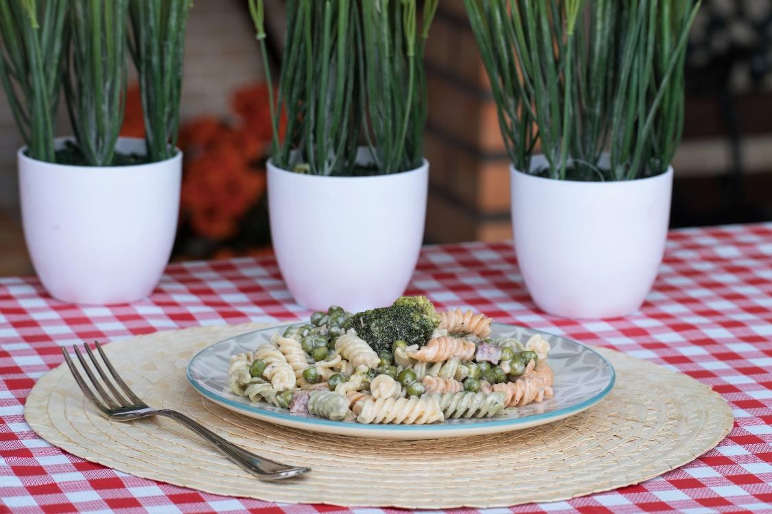 Fusilli com frango, bacon e brócolos: mais simples não podia ser!