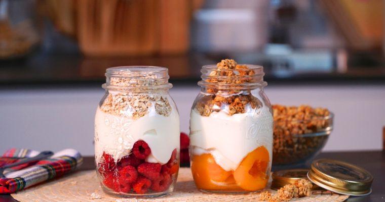 Iogurte com frutas e cereais: é ideal para um lanche saudável!