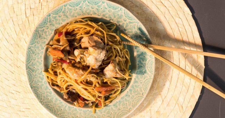 Noodles de ovo com frango e cogumelos shitake: o melhor da Ásia!