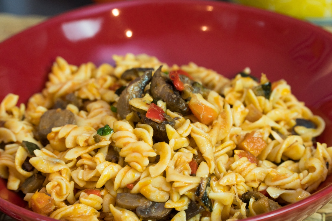 Fusilli com bolonhesa de vegetais: receita simples e saudável!