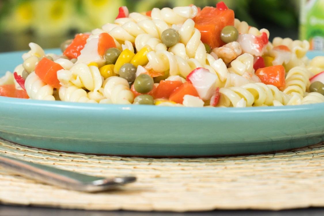 Massa de legumes e delícias do mar: um prato repleto de cor e nutrientes!