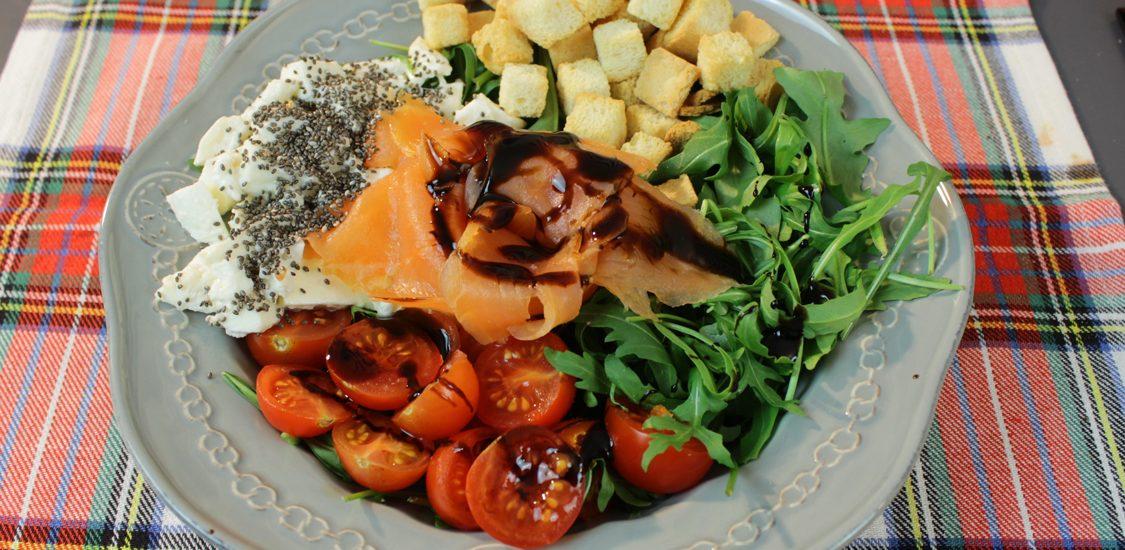Salada de salmão: que mistura rica de sabores!