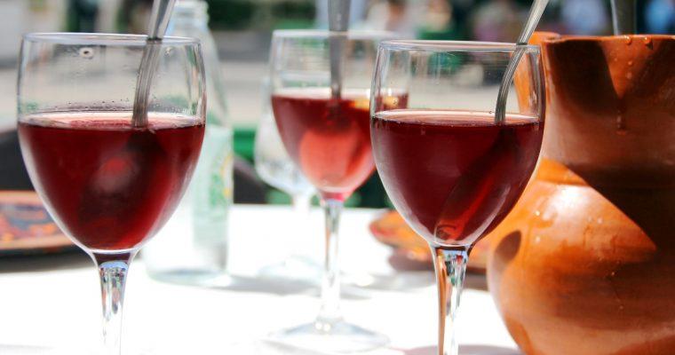 Sangria: uma bebida perfeita para acompanhar um petisco português!
